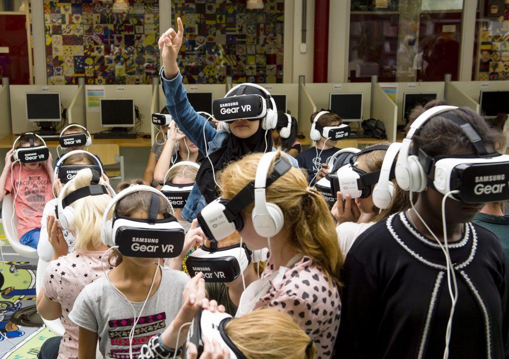 Scholieren testen Beat the Street-app met VR bril